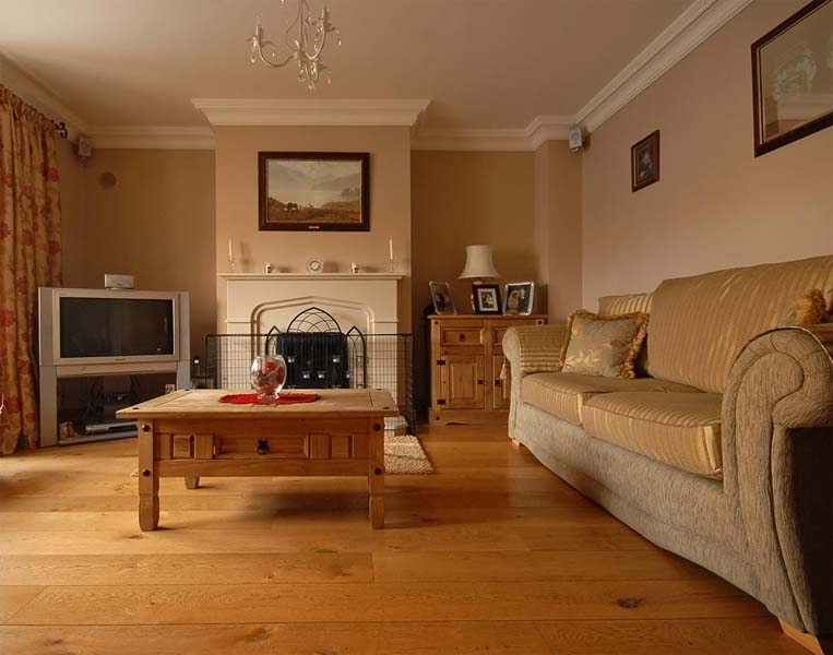 Wide Plank Brushed Oak Timber Flooring with Pebble Beach Paint  low res on walls